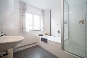 reiheneckhaus_buchloe_badezimmer1