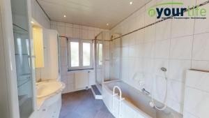 Einfamilienhaus-Legau-Badezimmer1